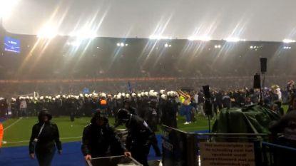 VIDEO. Genk-fans trekken richting vak met Standard-supporters na laatste fluitsignaal