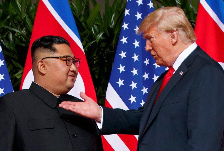 Amerikaanse president Donald Trump ontmoet Noord-Koreaanse leider Kim Jong-un in Singapore. Beeld AP