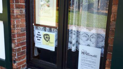 Ontdek kunst achter ramen en in voortuinen van Puttenaars