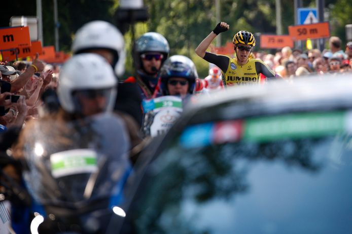 Amund Grondahl Jansen wint de etappe.
