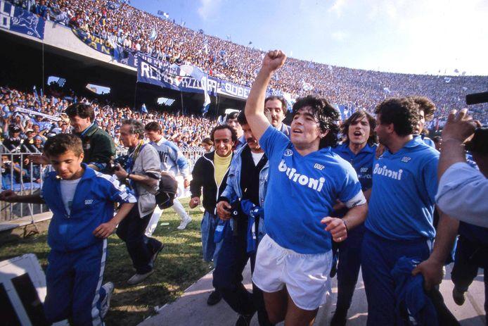 Diego Maradona in Stadio San Paolo na de eerste landstitel van Napoli op 10 mei 1987.