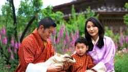 """Terwijl vader met vier zussen trouwde, is huidige koning van Bhutan monogaam en progressief: """"Hij is de William van Zuid-Azië"""""""