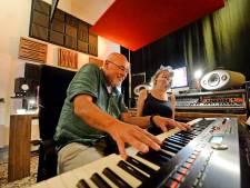 In deze Enschedese studio zijn zo'n beetje alle  Twentse 'coronaliedjes' opgenomen