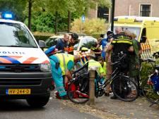Vrouw op fiets botst met groep wielrenners: meerdere gewonden