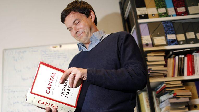 De Franse econoom Thomas Piketty, met zijn boek 'Capital'. Beeld reuters