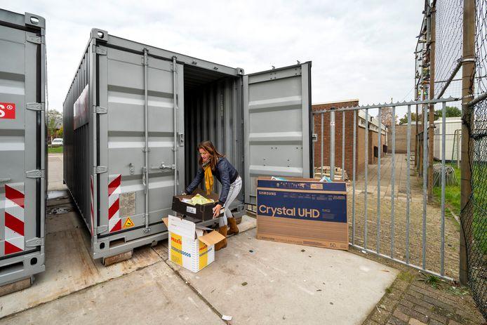 De oud papiercontainers bij Jonge Kracht hebben hun langste tijd gehad.