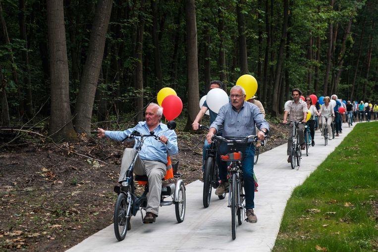 Omwonenden van de Noordlaan hebben vandaag het ontbrekende stuk fietspad op de gewestweg ingereden. Ze hebben er 20 jaar op moeten wachten.