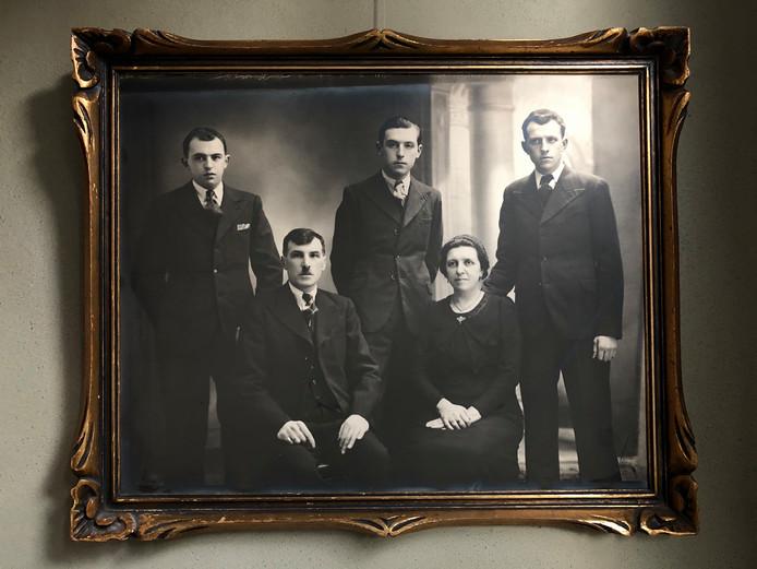 Het gevonden familieportret hangt al jaren in de woning van Siward Vermeulen.