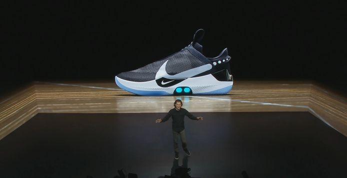 Nike kondigt 'smartschoen' aan met zelfstrikkende