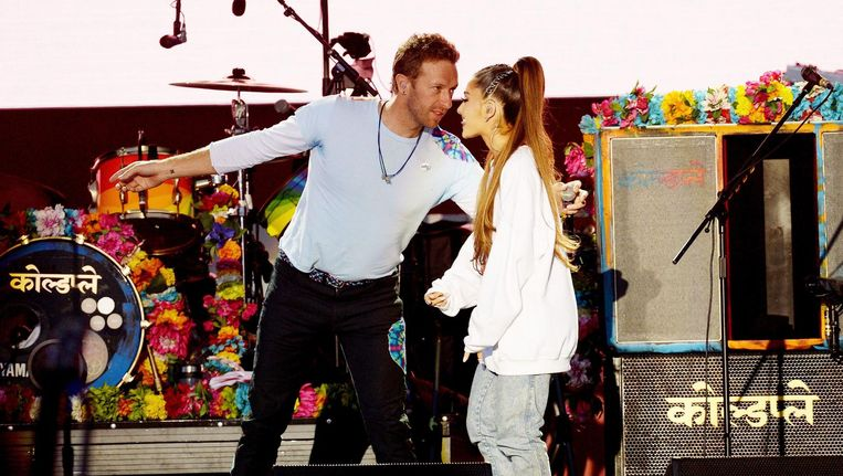 Coldplay-zanger Chris Martin en Ariana Grande. Beeld null