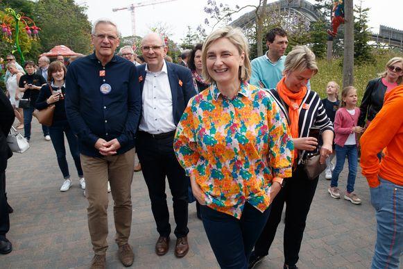 Kris Peeters, Koen Geens, Hilde Crevits en Joke Schauvliege tijdens een familiedag van CD&V in Plopsaland.