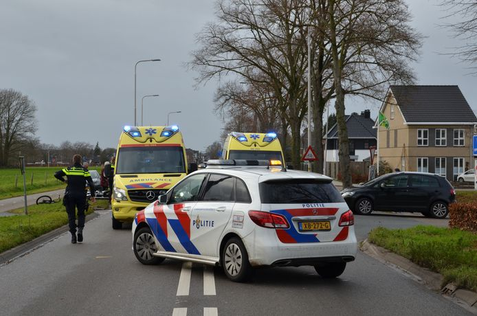 Twee slachtoffers bij frontale botsing tussen auto en motor.
