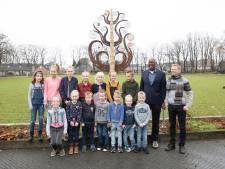 Boomkunst voor saamhorigheid in Luttenberg