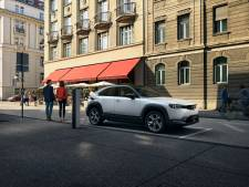 Eerste elektrische Mazda MX-30 kost € 33.990 en komt slechts 200 kilometer ver