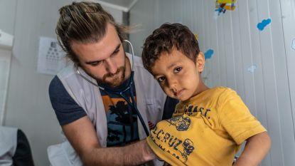 """Vlamingen op Lesbos: """"Je verzorgt een ziek kind, maar 's avonds ligt het opnieuw in een ijskoude tent waar water binnensijpelt"""""""