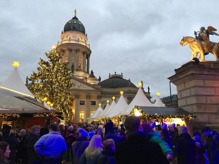 Kerstmarkt op de Gendarmenmarkt in Berlijn Beeld Peter Scheffer