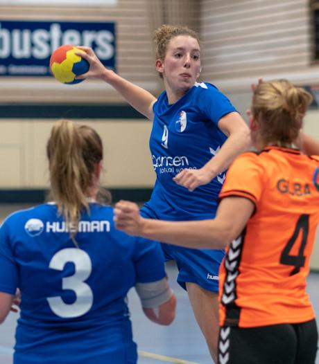 Huissense handbalsters en 60 fans teleurgesteld in Nijmegen: tegenstander heeft geen zaal