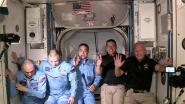 De eerste groepsfoto: astronauten van Crew Dragon verwelkomd in ruimtestation ISS