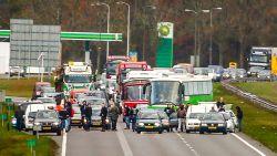 Voor- en tegenstanders Zwarte Piet blokkeren snelweg in Friesland