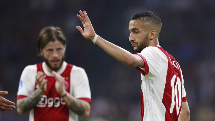 Naam Ziyech galmt door Arena na zege Ajax