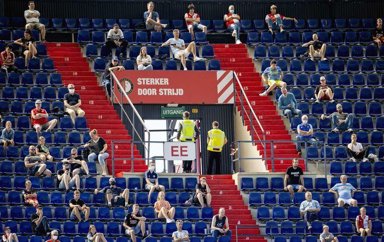 Supporters in de Kuip tijdens de eerste openbare training van Feyenoord afgelopen woensdag.  Beeld ANP