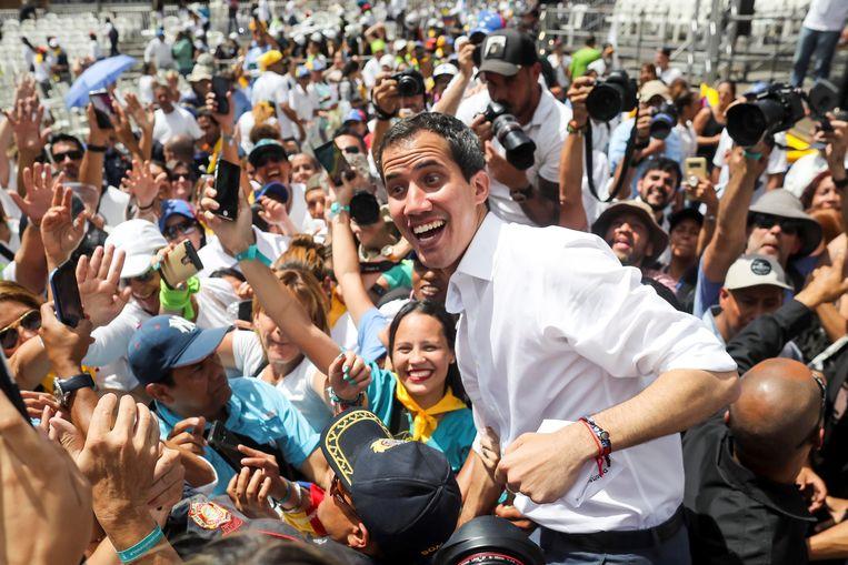 Juan Guaidó en zijn aanhangers Beeld EPA