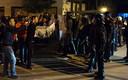 Manifestanten tijdens de gewelddadige confrontatie met de politie, vrijdagavond in Al Hoceima.