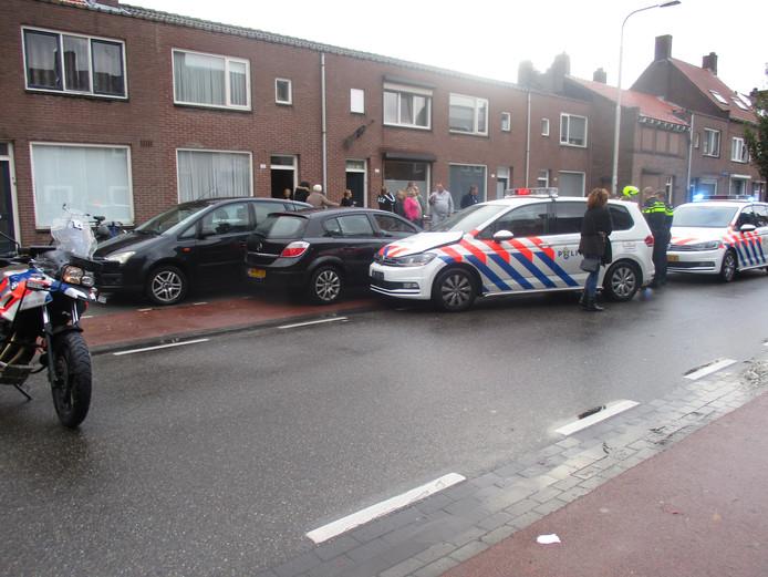 Auto klemgereden na achtervolging op de Oerlesestraat.