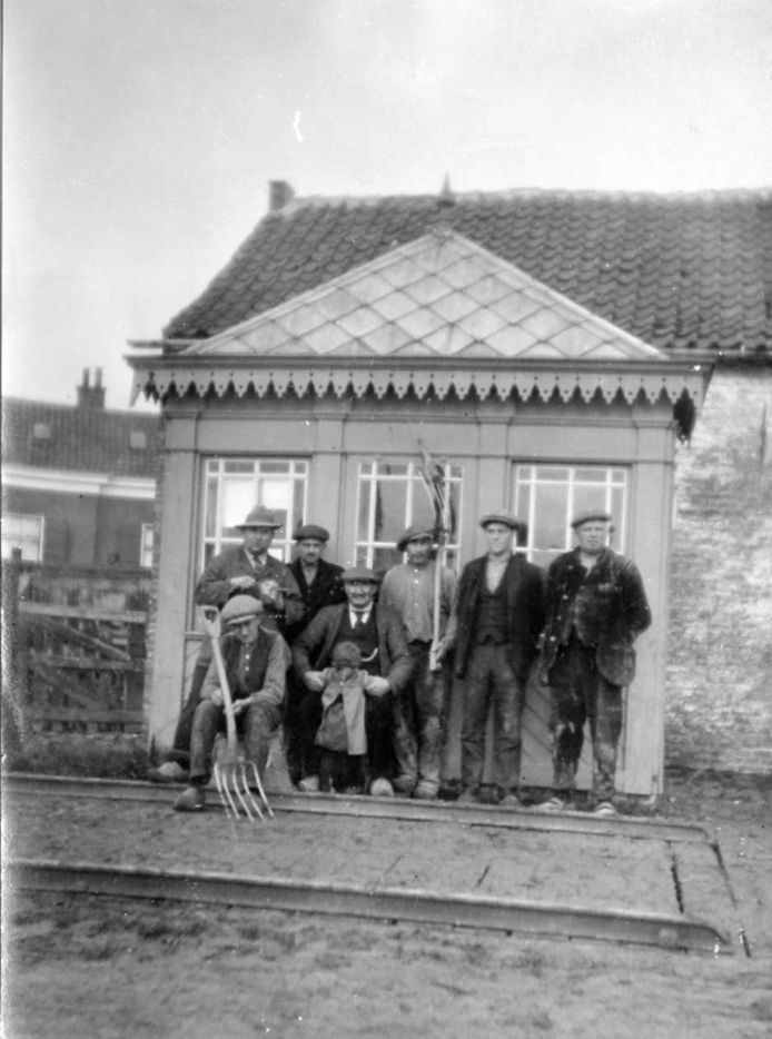 De weegbrug met huisje begin vorige eeuw
