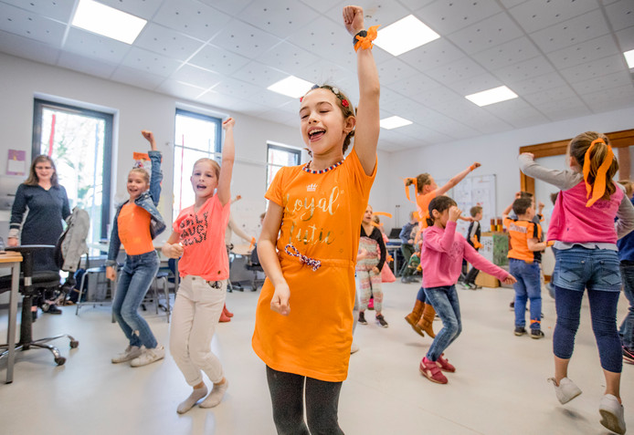De kinderen uit Twello zijn al druk aan het oefenen. Koning Willem Alexander komt bij hen de Koningsspelen openen.