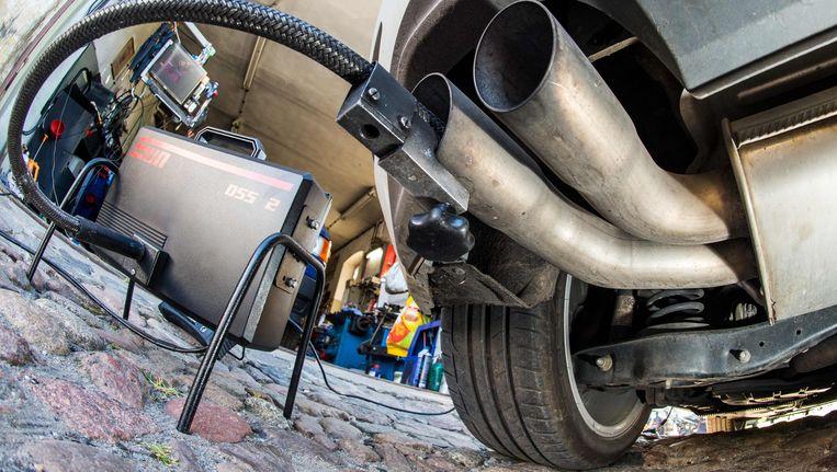 Een methode om de dieseluitstoot te testen. Er is vanuit Europa te weinig toezicht op gehouden. Beeld AFP