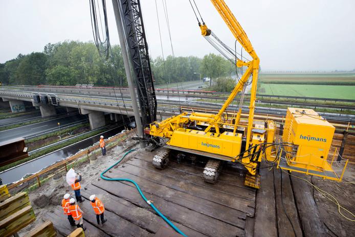 OOSTERHOUT - De bouwplaats naast de A27 waar de N629 word aangelegd.