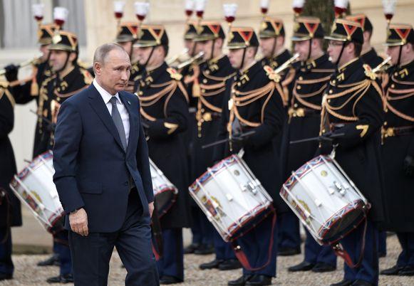 De Russische president Vladimir Poetin, vandaag bij zijn aankomst aan het Élysée in Parijs.
