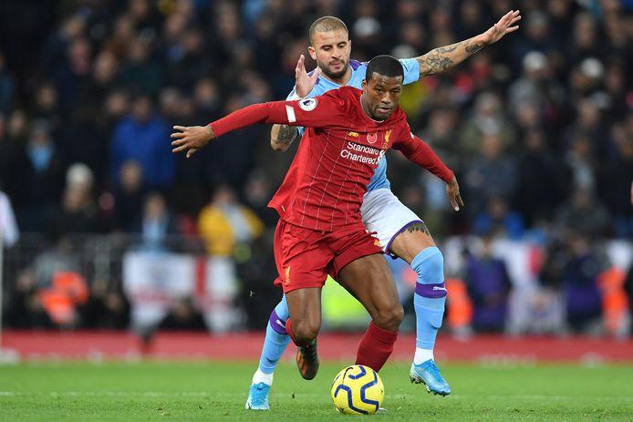 Georginio Wijnaldum in duel met Kyle Walker tijdens Liverpool - Manchester City (3-1) op 10 november 2019.