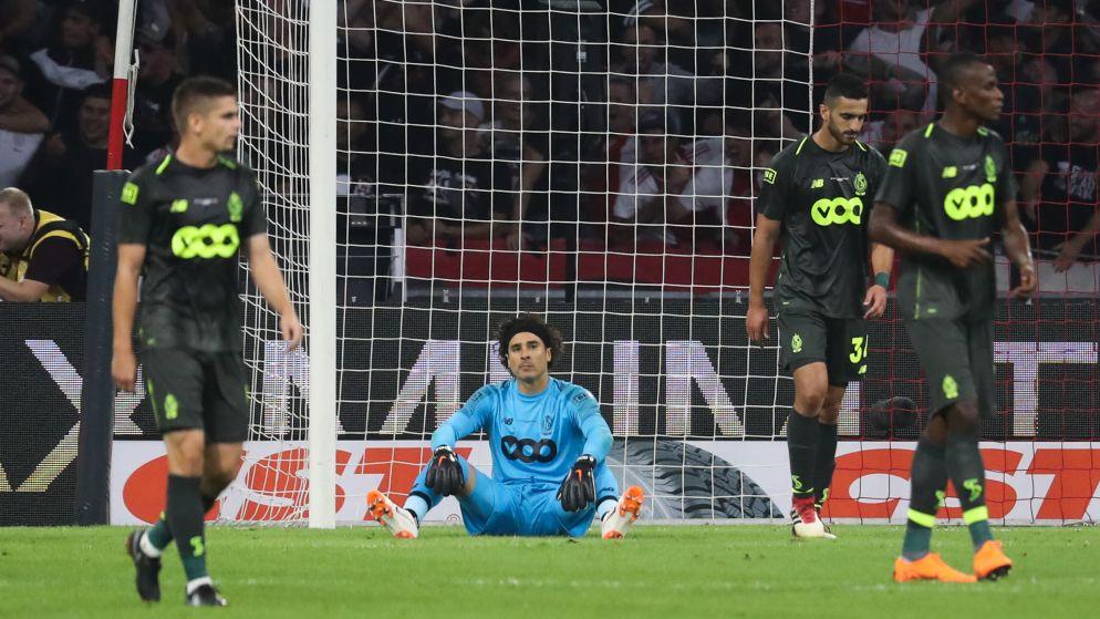 Kreunen, krasselen en kraken: Standard delft tegen frivool Ajax op alle vlakken het onderspit en moet naar Europa League