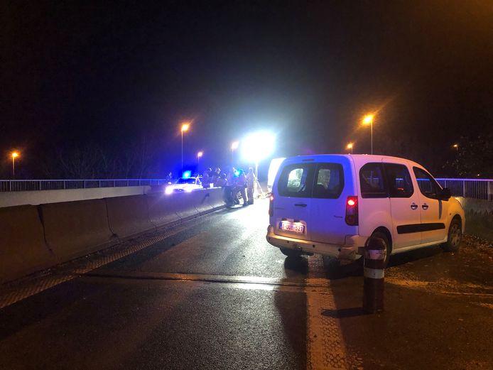 Twee personen raakten levensgevaarlijk gewond na een aanrijding met een spookrijder op A8 in Halle.