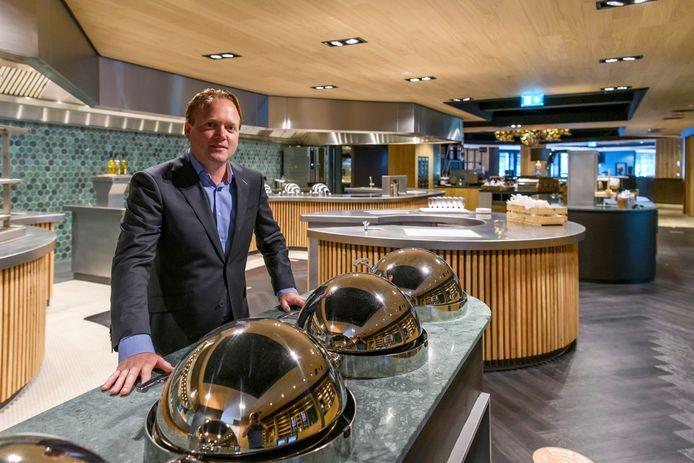 Directeur Nick van der Valkt oont trots de keuken van Van der Valk Hotel Gilze-Tilburg.