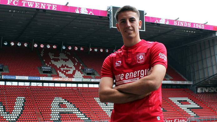 Julio Pleguezuelo (22) is de eerste aanwinst van FC Twente.