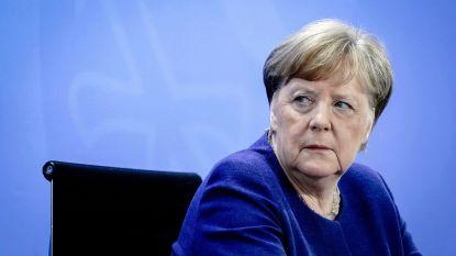 """Vicepremier Noordrijn-Westfalen hekelt coronabeleid Merkel: """"Aan het lijntje gehouden"""""""