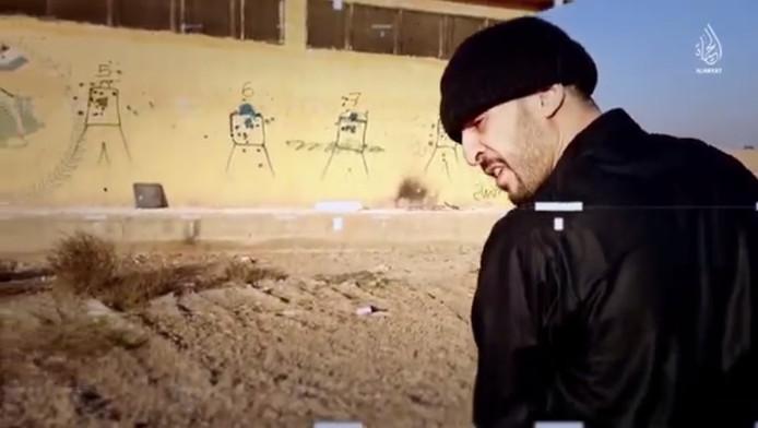 Les images montrent Brahim Abdeslam s'entraîner au tir à Raqqa. Or, les autorités étaient persuadées qu'il n'avait jamais rejoint la Syrie.