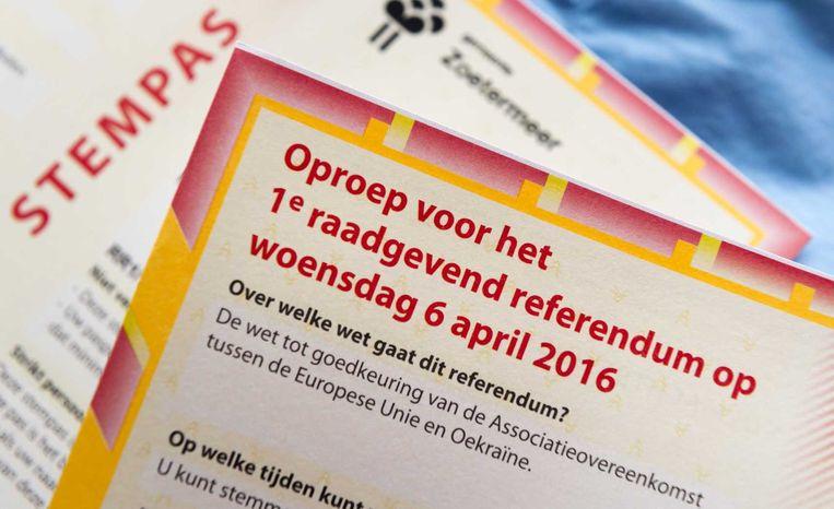 Een stempas voor het raadgevend referendum op 6 april. Beeld ANP