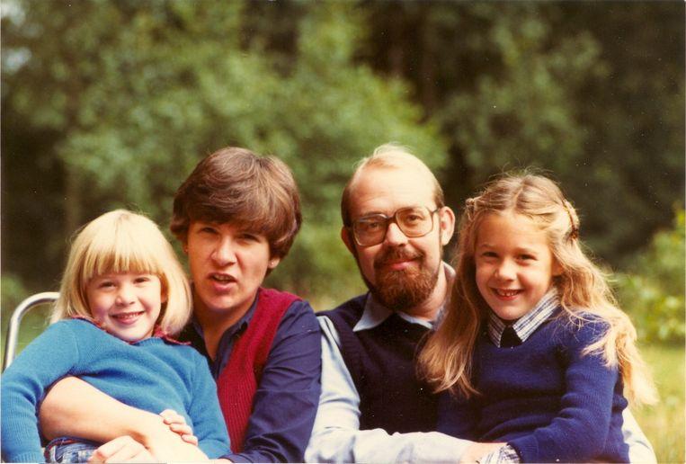 Met zijn vrouw en twee dochters Beeld