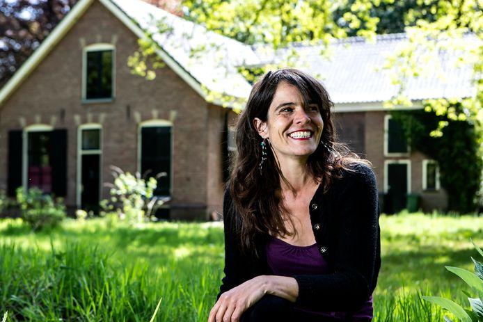 Annebeth Elfrink woont nu nog anti-krak in de Bossschool, maar die is nu verkocht.
