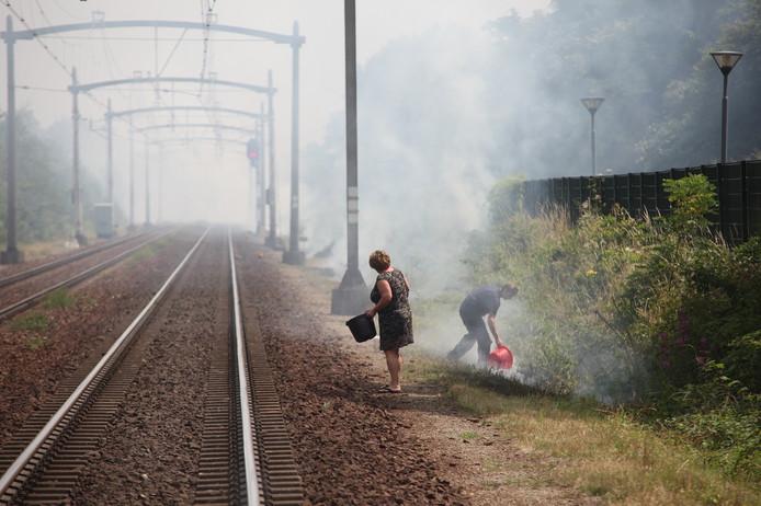 Bermbranden langs het spoor tussen Tilburg en Breda