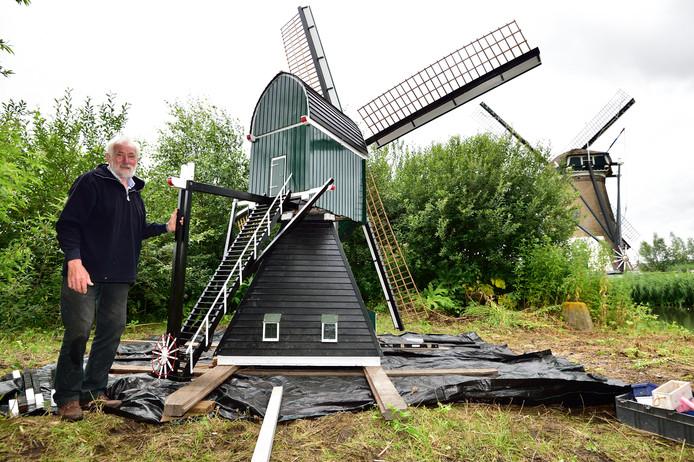 Bij het voormalige verpleeghuis De Riethoek stond een molen van vier meter hoog. Die is opgeknapt door Jan Noorlander en dit weekeinde herplaatst op een eilandje bij de Mallemolen.