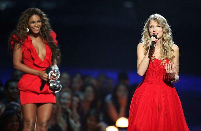 Beyoncé liet Taylor Swift op het podium om er haar speech af te kunnen maken.