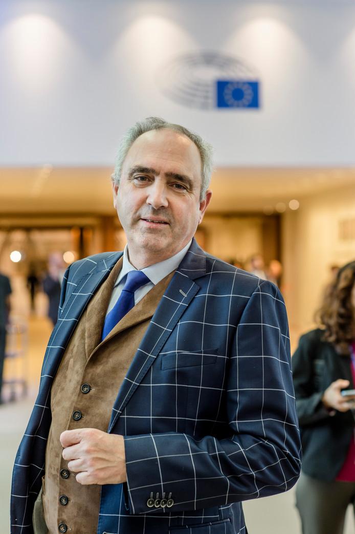 Peter Van Dalen (ChristenUnie) gaat met andere Europarlementariërs een ultieme poging doen een definitief verbod op de pulsvisserij af te wenden.