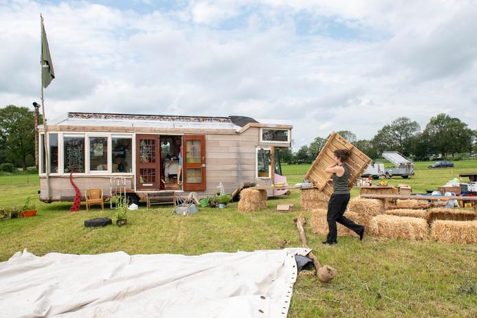 De opbouw van het living village festival