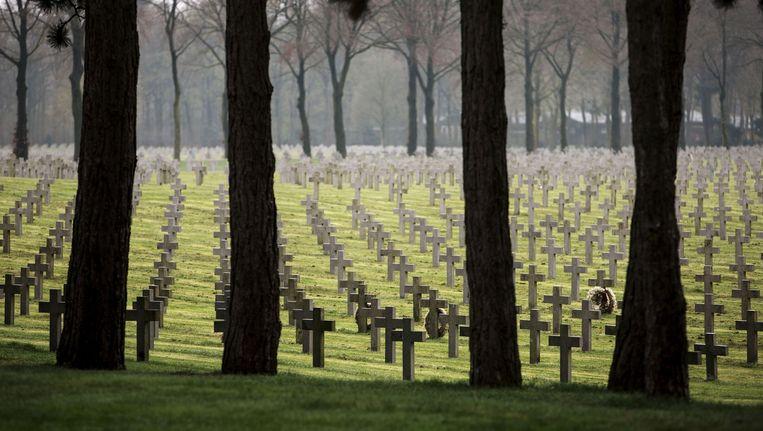 In het Limburgse dorp Ysselsteyn liggen Duitse soldaten en foute Nederlanders uit de Tweede Wereldoorlog begraven. Beeld Merlin Daleman