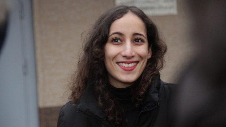 - Faiza Oulahsen bij de gevangenis in St. Petersburg. Beeld epa